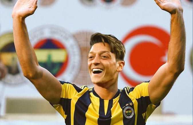 Fenerbahçe Mesut Özil ile anlaşma sağladı! Özil'in menajerinden ilk açıklama