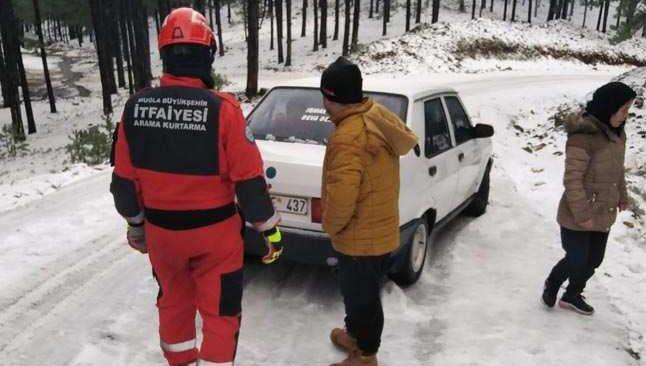 Yaylada mahsur kalan 15 kişi kurtarıldı