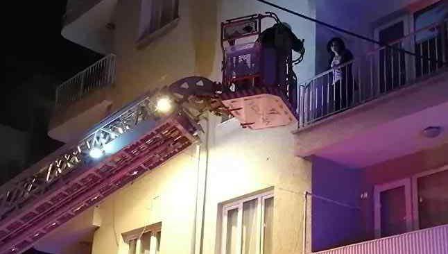 Genç kadın dördüncü kattan alt katın balkonuna düştü