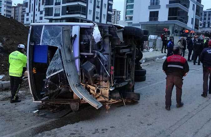 Samsun'da işçileri taşıyan servis aracı devrildi