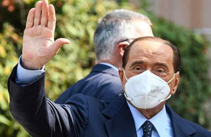 İtalya eski Başbakanı Silvio Berlusconi kalp problemi sebebiyle hastaneye kaldırıldı
