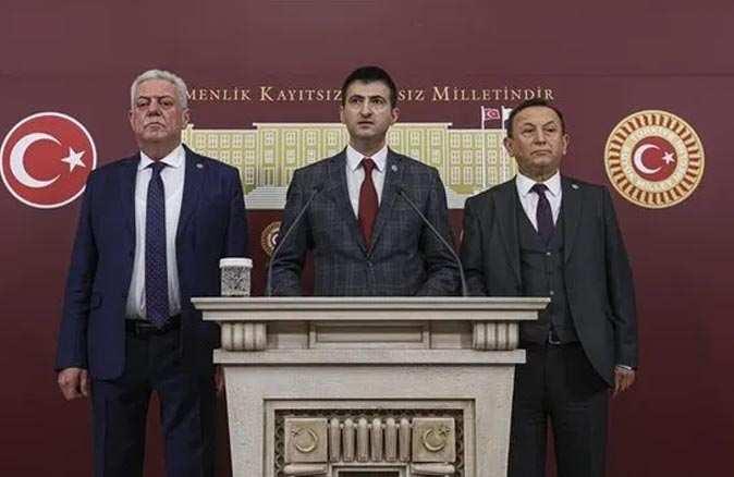 Üç milletvekilinin istifasından sonra dikkat çeken açıklama