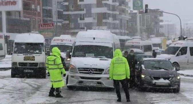 Denizli-Antalya Karayolu, kar nedeniyle ulaşıma kapandı