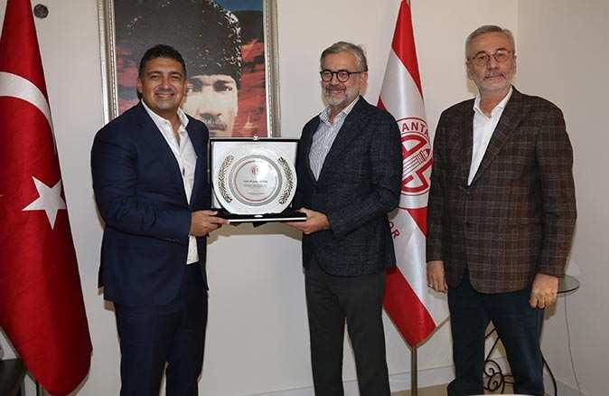 Antalyaspor'dan ayrılan Öztürk ailesine veda töreni