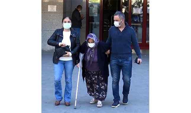 """Anne Emine Kuran ise """"Bu benim evladım ama şikayetçiyim. Bu orada kalsın, orada bakarım ona ama evde bakamam. Önce Allah'a, sonra devlete emanet ediyorum"""" dedi."""