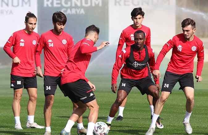 Antalyaspor, Trabzonspor maçına 6 eksikle çıkacak