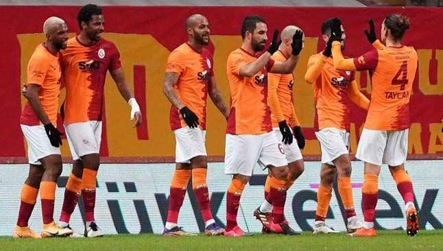 Galatasaray fırtına gibi esti!