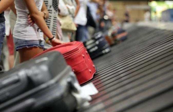 Çin'de ek bagaj ücreti ödemek istemediler, hepsini bir anda yediler