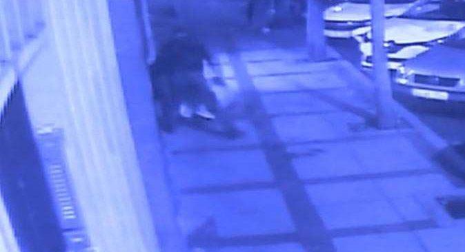 Kağıt toplayıcısı yolda yürüyen 3 kişiyi bıçakladı