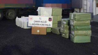 Kargo aracında yakaladılar! 750 bin liralık kaçak eşyaya el konuldu