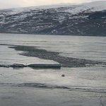 Buzlar çözülmeye başladı! Çıldır gölü ikiye ayrıldı