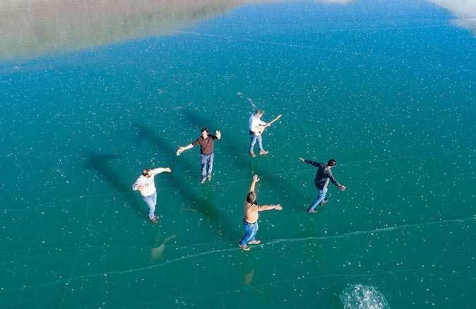 Çıldır Gölü renkli görüntülere ev sahipliği yaptı