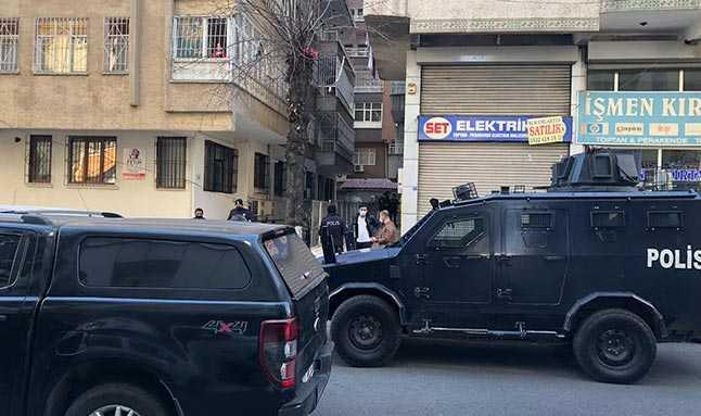Diyarbakır'da doğal gaz zehirlenmesi sonucu avukat Ömer Baran, eşi Müjde Baran ve stajyeri avukat Mahsun Akbaş yaşamını yitirdi.