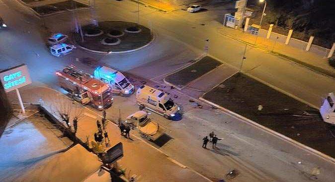 Domates yüklü kamyonet otobüsle çarpıştı:1 ölü, 2 yaralı