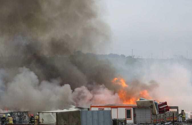 Kimyasal paletlerin bulunduğu fabrikada yangın!