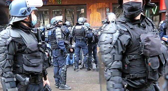 Fransa'da halk tekrar sokağa döküldü