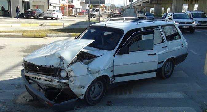 Antalya'da ışık ihlali kazaya neden oldu