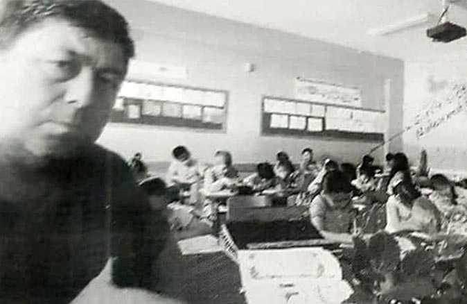 İstismarcı öğretmen, öğrencileri 'Sizi evinizdeki cihazların kırmızı ışığından görürüm' diye korkutmuş