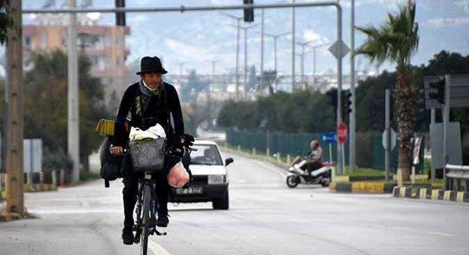 Bisikletiyle dünyayı gezenJapon fotoğrafçı Antalya'da