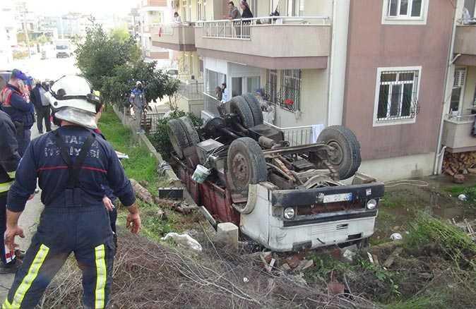 Kontrolden çıkan kamyon devrildi, şans eseri yaralanan olmadı