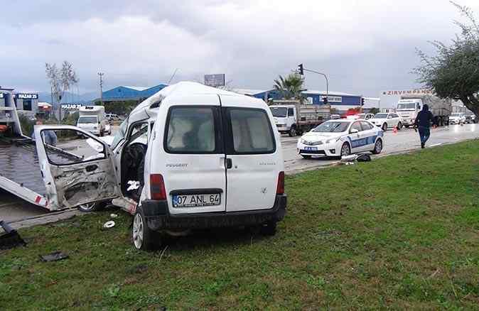 Tırla ticari araç çarpıştı, 1 kişi ağır yaralandı