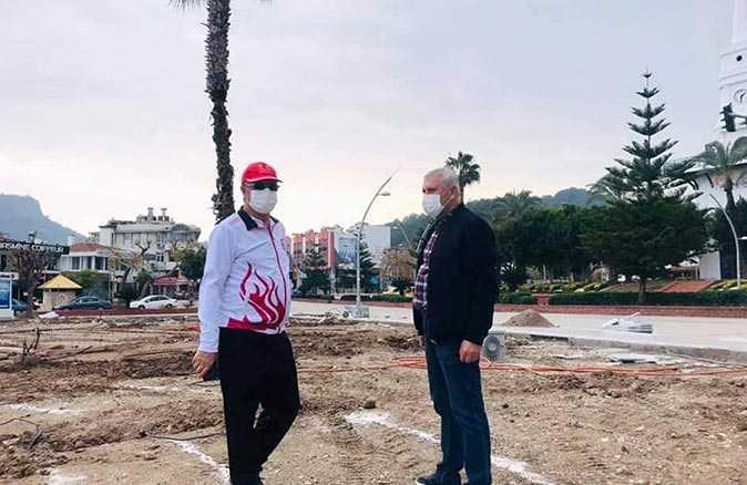 Kemer Belediye Başkanı Topaloğlu, Atatürk Parkı'nı inceledi