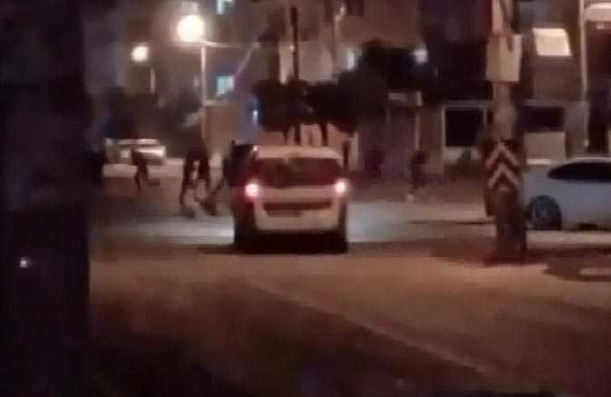 Kısıtlama dinlemeyen gençlere polis müdahale etti