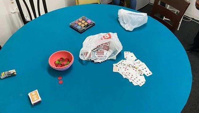 Pandemi kurallarına uymayıp kapalı alanda kumar oynadılar
