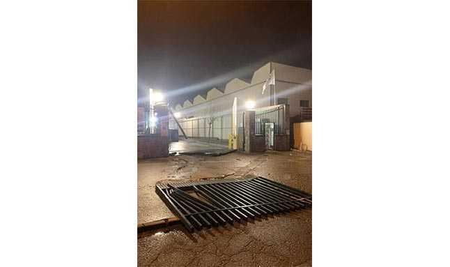 mercedes fabrika saldırı 2