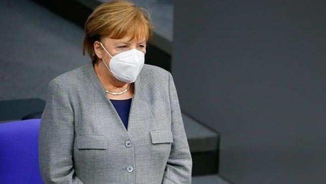Merkel duyurdu... Almanya'da kısıtlamalar uzatıldı! Yeni tedbirler geliyor