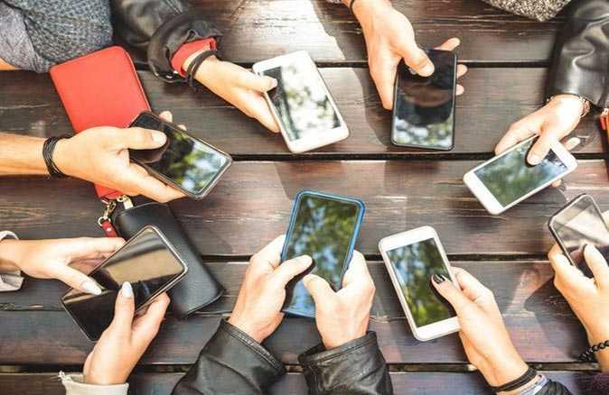 Bir yılda cep telefonlarına ortalama 3 bin 600 lira harcandı