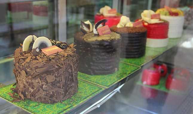 Sinop'ta Yılbaşı pastasından altın çıktı, şaşkına döndü.