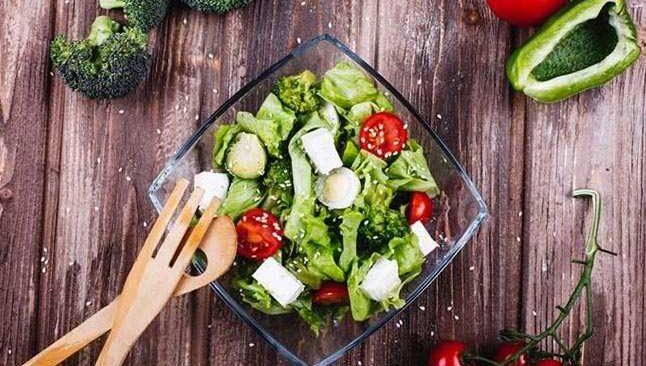 Uzmanı uyardı! Salatanıza bu besinleri asla koymayın