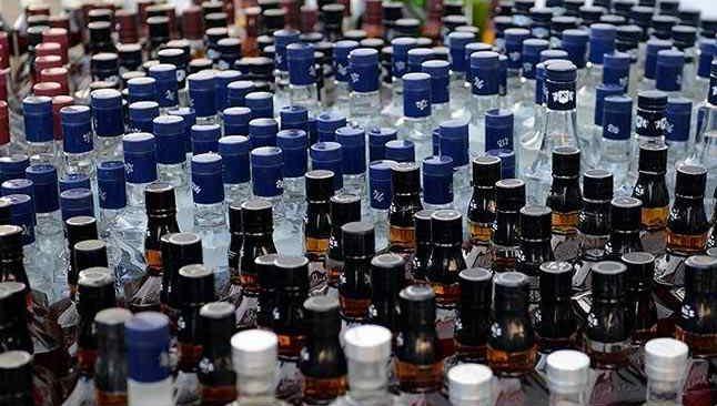 Tekirdağ'da araçta yapılan aramada 83 litre sahte içki ele geçirildi