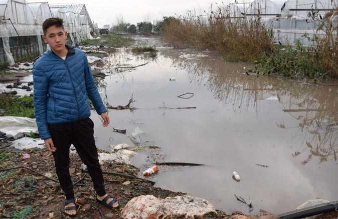 Kumluca'da Aşırı yağış ve doludan seralar zarar gördü