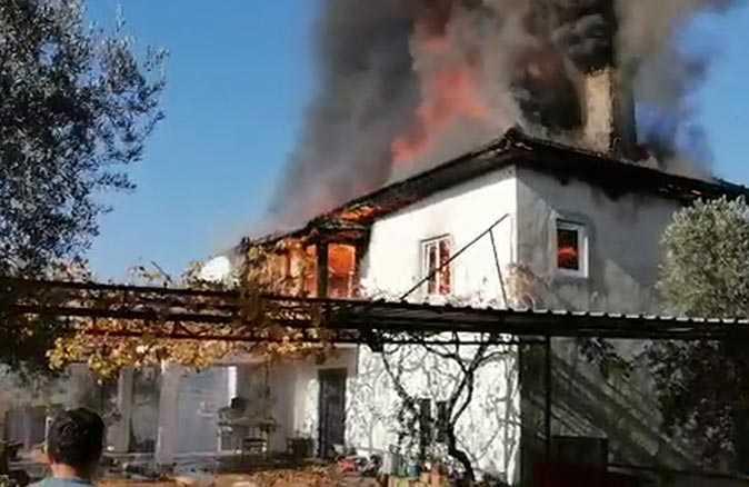 Tarlaya gitmişlerdi, evleri alev alev yandı