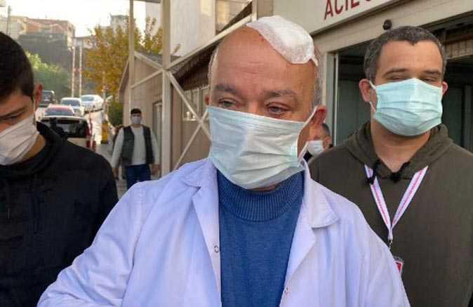 Maske uyarısı yapan doktora hasta yakını taşla saldırdı