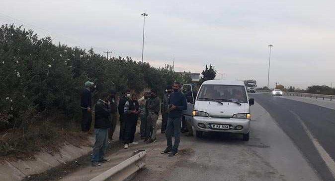 Polisin şüphelenerek durdurduğu araçtan 18 kişi çıktı