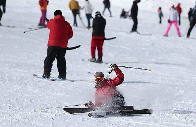 Pandemi tatilcilerin kayak keyfine gölge düşüremedi