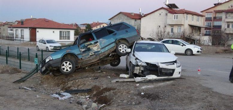 İki otomobilin karıştığı kazada yürekler ağza geldi