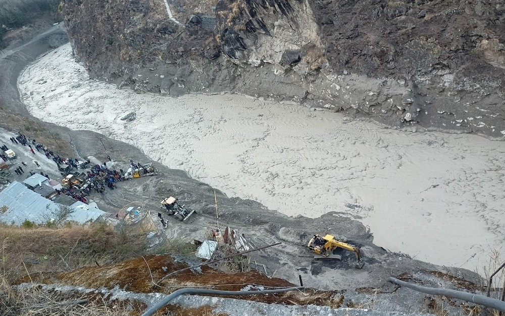Hindistan'da sel felaketi... 7 kişinin cansız bedenine ulaşıldı!