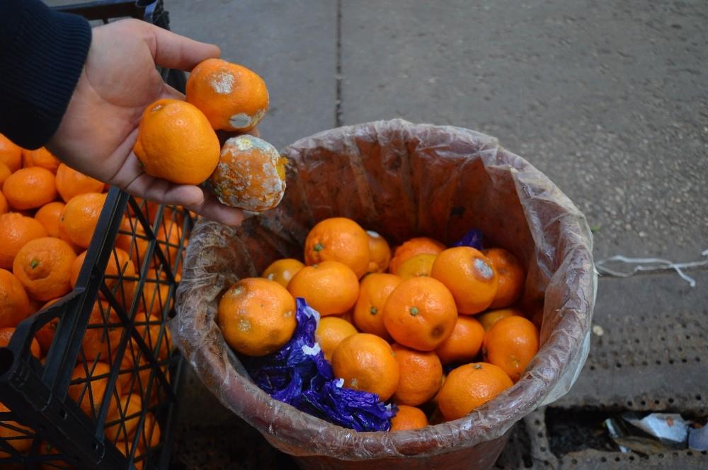 Hava ısınınca meyveler çürüdü, manav zor durumda