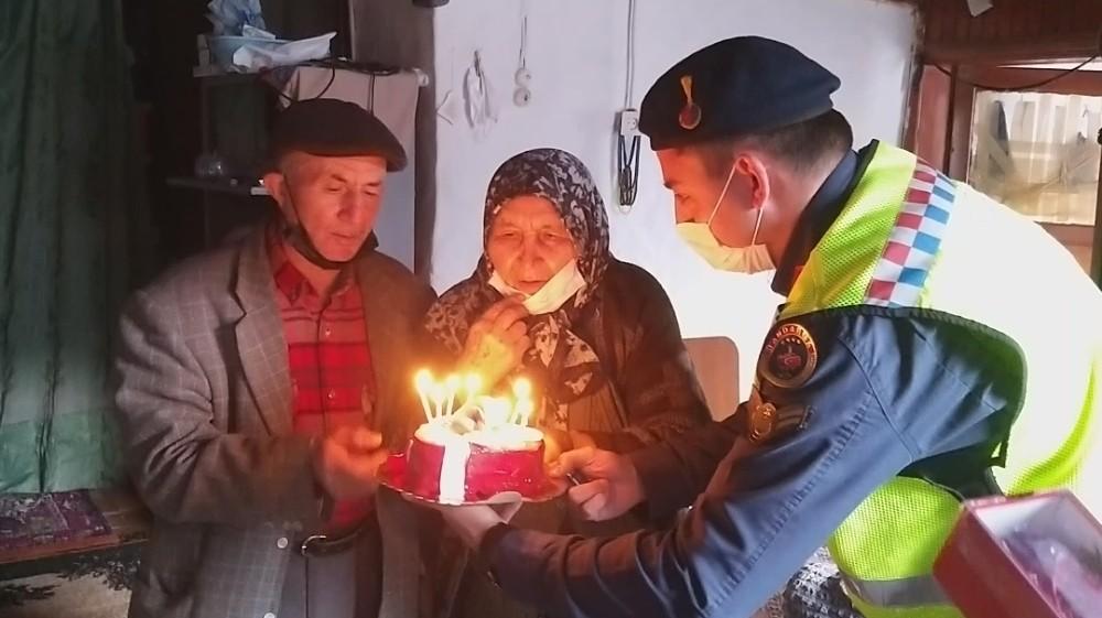 55 yıllık çifte sevgililer günü sürprizi