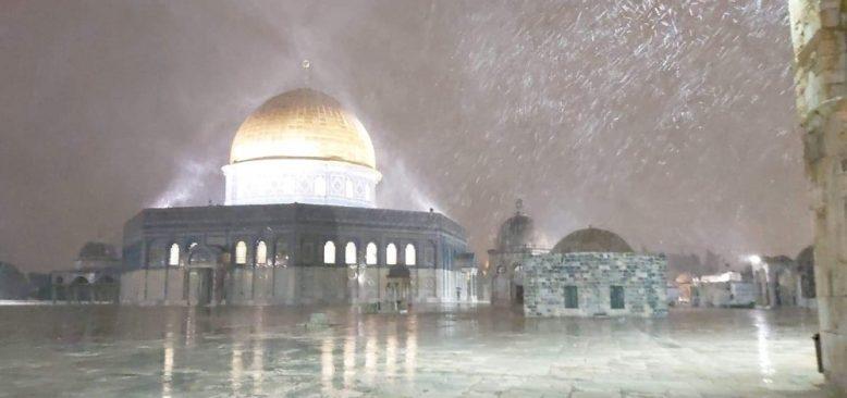 Mescid-i Aksa'ya kar yağdı