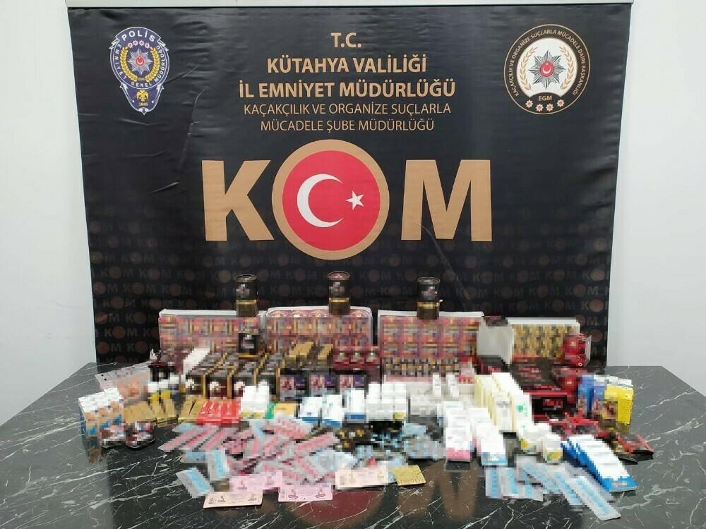 Cinsel içerikli bin 65 adet kaçak ürün ele geçirildi