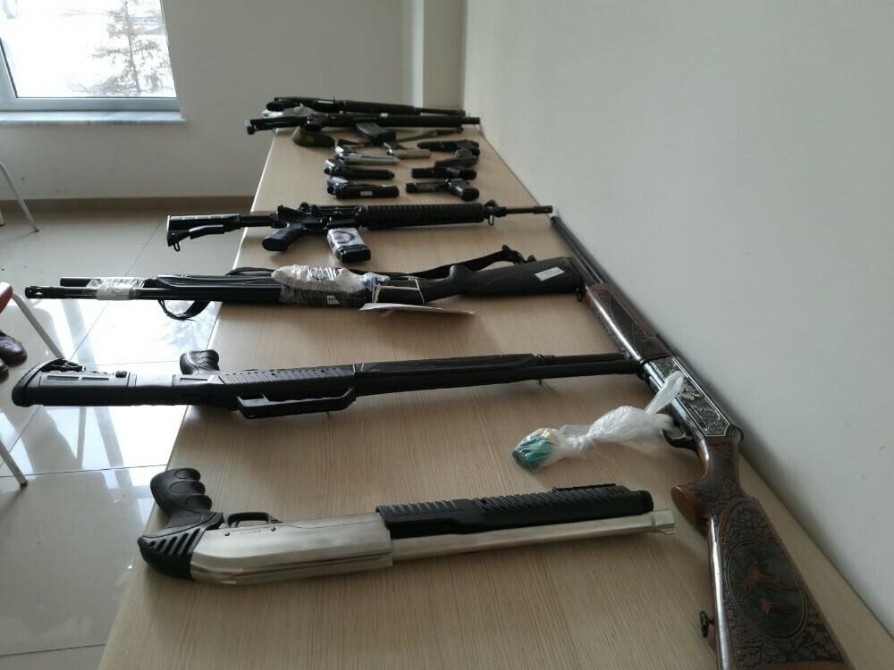 54 kişiden 62 silah ele geçirdi