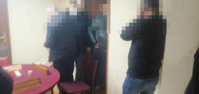 Kısıtlamada 19 kişi kumar oynarken yakalandı