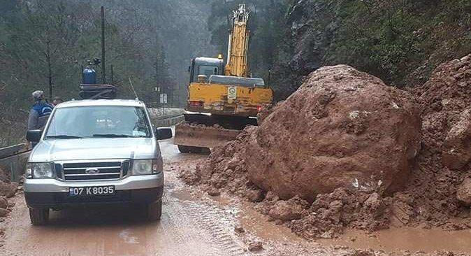 Kemer Belediyesi sağanak yağışa karşı tedbirleri erkenden aldı
