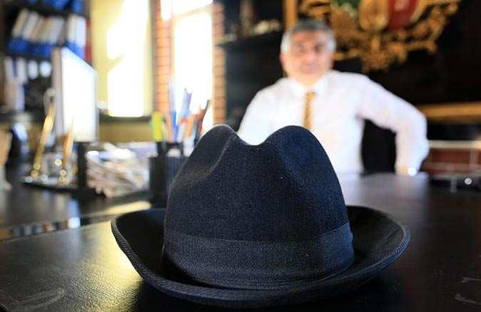 Süleyman Demirel'in meşhur şapkası satışa çıkıyor