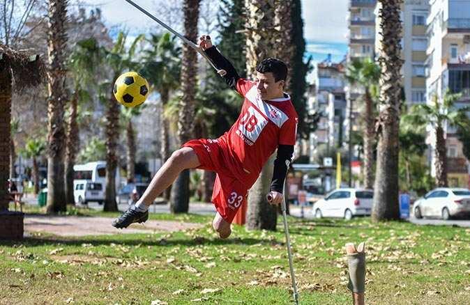 Futbol sevgisiyle engelleri aşan genç yıldızın transfer heyecanı